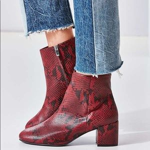 URBAN OUTFITTERS Thelma Ankle Boot